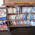 ▲山にまつわる漫画や本がたくさんあります。
