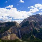 落差300mもあるタカカウ滝もミニチュアのよう