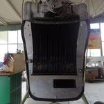 Gebogener Wasserkühler, Abschottung mit Aufnahme für Ölkühler