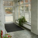 auch auf dem Fußboden wurde Granit verlegt