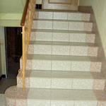 Treppenhaus gefliestm mit speziellen Treppenplatten