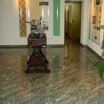der Ausstellungsbereich des Kunden wurde mit einem Granitboden versehen