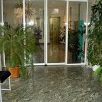 repräsentativer Eingangsbereich mit Granitboden