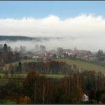 Grenzdorf im Nebel von Hans Lauth