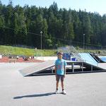 Raphael vor dem Sportzentrum