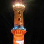 den jetzt 115 Jahre alten Leuchtturm in Flammen zu sehen auch wenn man Std. braucht um aus dem Parkhaus und der Stadt zu kommen ;-)