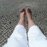 Vesprechen an meine 10 Zehen...zu unseren nächsten Unternehmungen  ziehe ich die Laufschuhe an. ;-) oder ich ziehe wirklich die Kuschelsocken an und lege mir Pappe als Sohlen ein. Nie wieder schön sein wollen auf eure Kosten ;-)