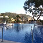 Abkühlung im Pool...zeig ich nicht, saukalt ;-)))))