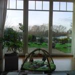 mit einem Käffchen, Bienenstich, :-) und Blick aus dem Fenster