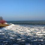 die Wellen sind zu Eis erstarrt