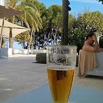 mein Getränk bei 36° im Schatten zeige ich euch lieber nicht, war noch im Flugmodus, alles war noch ausgeschaltet;-)))