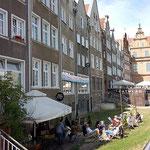 an der Uferpromenade der Mottlau kleine Cafes die einladen zum verweilen und in denen man super nett bedient wird.