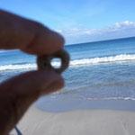 und Wellen eingefangen, hat aber so seine Zeit gedauert mit einer Hand den Stein halten, die Welle einfangen und mit der anderen Hand den Apparat halten und raufdrücken