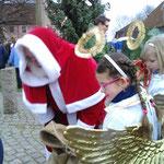 Ja, der Weihnachtsmann war auch anwesend und er verteilte an alle und wenn ich schreibe an alle...dann auch an mich...die leckeren Kalorien :-)