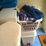 waschen und trocken ist keine undankbare Aufgabe aber das BÜGELN und nur noch 4 Tage bis zum Gedicht aufsagen. :-)