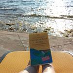 abschalten auf dem Liegestuhl am Mittelmeer mit einem guten Buch auf den Füssen ;-)