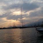 Genua im Hafen - mit einer der grössten Segelyachten im Blickfeld