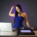 Sängerin Helen kann sie ganz individuell die Livemusik für Ihr Event erstellen - eine kleine Formation für Ihre private Feier, die Partyband für große Partys, Feste, Gala oder DJ bzw. DJane für Ihre Hochzeit.