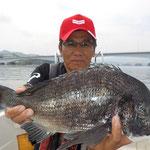 4月27日 磯釣りで川端さん ガバチヌ52.5㎝