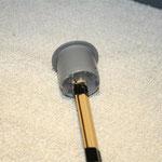 Antennenspitze im Blinddeckel mit Heißkleber fixiert