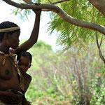 """... an ihrem Leben teilhaben. In ihrem """"Living Museum"""" bewahren sie die Kultur ihres Volkes, ..."""