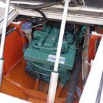 Capot moteur sur verins électriques.