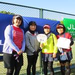 順位別トーナメント優勝「B-4」左から津守さん岩永さん鮫島さん下川さん