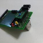 親ユニバーサル基板にCPA2基板を乗せた状態(USBコネクタはA♂型)