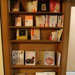 弥栄子先生の著作を展示