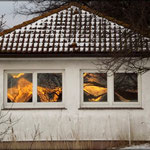 Die Sonne spiegelt sich im Haus des Hafenmeisters in Lauterbach
