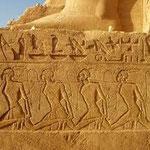 fresques assyriennes : Des oeuvres de musée d'histoire ( temples grecs, statues romaines,, etc.).