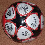 Campions League Ball vom Meisterkader signiert (Kein Spielball)