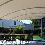 Gewölbte Tuchfläche Sonnenschutz Regenschutz bei Darmstadt