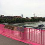 """Basel - Banner an der Wettsteinbrücke """"Lohngleichheit!"""""""