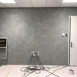 Wall2Floor afwerking op wand in kantoor