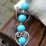 Perlenhalskette Perlen Halskette Heavenly Hearts mit 10mm hellblauen Steinperlen, Herzperlen Rahmen Antiksilber und ovaler 3.5cm langen silbernen Acrylperlen, Hakenverschluss Antiksilber