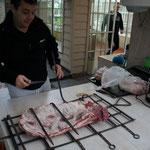 Gabriel apporte la viande ...