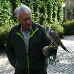 Herr Hagendorf und sein Falke