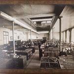 alte Fotos im Setzsaal einer Druckerei, in der ...