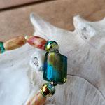 Langer Schlüsselanhänger Herzanhänger mit Herz Antiksilber, braunroten ovalen Indianer Holzperlen, regenbogen farbigen Glasperlen, Lampworkperle blaugold