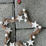 Weihnachtsdeko Weihnachts Advents Girlande Cinnamon Star mit pinken Rattankugeln, Eichelhütchen, Bucheneckern, rosa & pinken Acrylperlen, Sternanhänger aus Holz mit weissen Sterne