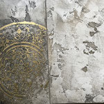 Novacolor: Archi+Concrete met bladgoud vergulde mandala medaillon