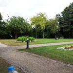 ... die von einem hübschen Park umgeben ist ...