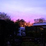 nach einem erfolgreichen Tag geht die Sonne spektakulär unter.