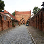 wir machen einen Rundgang entlang der gut erhaltenen und restaurierten Stadtmauer...