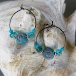 Kinder Mädchen Ohrringe Creolen Aqua mit türkis Steinperlen, türkis facettierten Glasperlen und Blumenrondellen im Silberlook