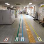 松戸市役所庁舎案内フロアー表示サイン(床面)
