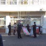 松戸市役所への懸垂幕掲示の様子1