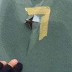 狭山ゴルフ・クラブ 第81回日本オープンゴルフラッピング施工中の様子(ワイパー部分の穴空け工程)
