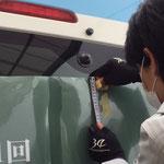 狭山ゴルフ・クラブ 第81回日本オープンゴルフラッピング施工中の様子(ワイパー部分の計測工程)